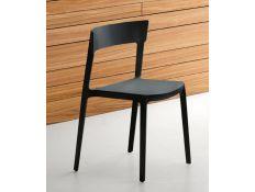 Cadeira em plástico preto
